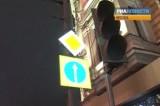 Светящиеся дорожные знаки в Москве. Кадр РИА Новости