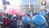 Жестокий разгон демонстраций итальянских студентов. Кадр Euronews