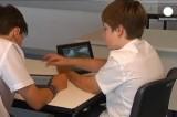 Дети с iPad. Кадр Euronews