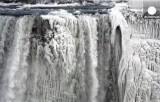 Замёрзший ниагарский водопад. Кадр Euronews