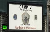 Одна из вывесок тюрьмы Гуантанамо. Кадр RT