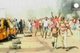 Толпа на месте теракта в Майдугури, Нигерия. Кадр Euronews