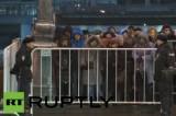 """Паломники в очереди к """"Дарам Волхвов"""" в Москве. Кадр RT RUPTLY"""
