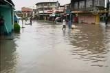 """Наводнение на Филиппинах, вызванное тропическим циклоном """"Агатон"""". Кадр NTDTV"""