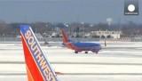 Заснеженный аэропорт в США. Кадр Euronews