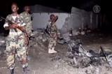 Сомалийские солдаты на месте террористической атаки в Могадишо. Кадр NTDTV