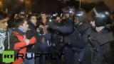 Испанские протестующие и полицейские в Мадриде. Кадр RT RUPTLY