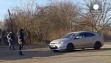 Патрульные останавливают машину на Ставрополье. Кадр Euronews