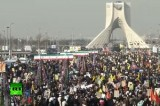 Иранцы отмечают 35 лет исламской революции. Кадр RT
