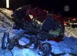 Уничтоженная столкновением с поездом маршрутка в Сумской области, Украина. Кадр NTDTV
