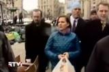 Представитель Госдепартамента США Виктория Нуланд на Майдане в Киеве. Кадр RTVi