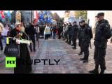 Активисты в Киеве забросали помидорами портреты депутатов Верховной рады