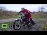 В Германии 84-летний пенсионер участвует в турнирах по мотокроссу