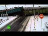 Два поезда «разорвали» грузовик на железнодорожном переезде в Казахстане