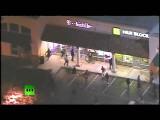 Протестующие громят и грабят магазины в Фергюсоне