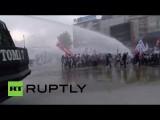 В Турции полиция применила водометы для разгона протестующих учителей