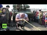 Во Владивостоке атлет Иван Савкин сдвинул с места зенитный ракетный комплекс весом 17,5 тонн