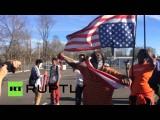 Протестующие в Фергюсоне рвут в клочья американские флаги