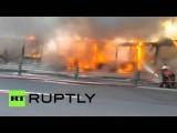 В Стамбуле автобус загорелся во время движения по загруженной трассе