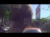В Москве фонтан кипятка из-под земли перевернул одну машину и повредил ещё 11
