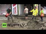 Беженцы помогают ликвидировать последствия сильного наводнения в Баварии